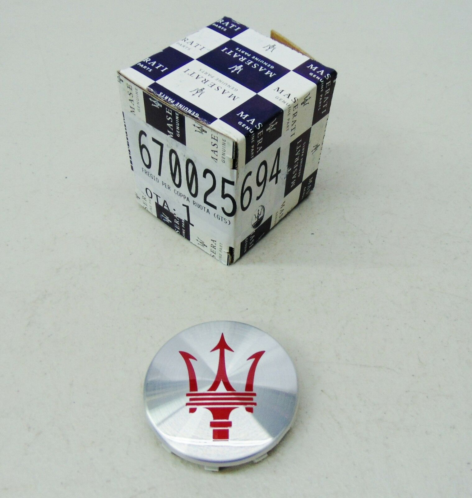 MASERATI QP & GHIBLI GTS SILVER W/ RED WHEEL CENTER CAP 670025694